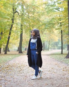 "17.2k Likes, 129 Comments - Gita Savitri Devi (@gitasav) on Instagram: ""daun-daun berguguran~ . jeans overall from @kaydinra"""