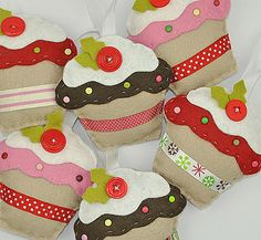 Christmas cupcakes ornaments from Sew Sweet. No calories! #sewing #felt