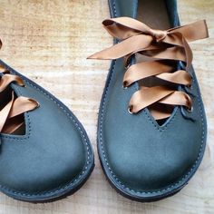I Love Handmade: Quince Handmade Leather Shoes by Fairysteps. To make!