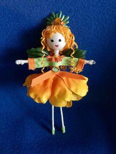 Fairy doll #8 Bird Crafts, Cute Crafts, Felt Crafts, Flower Fairies, Wooden Dolls, Waldorf Dolls, Fairy Dolls, Fairy Land, Witches