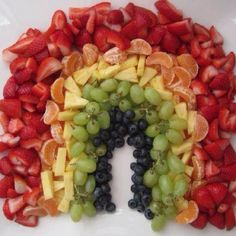 Fruit tray that looks like a rainbow. Cool!