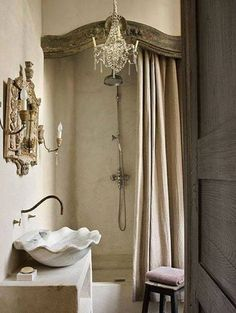 French Bathroom - Design photos, ideas and inspiration. Amazing gallery of interior design and decorating ideas of French Bathroom in bathrooms by elite interior designers - Page 4 Tadelakt, Paris Apartments, Parisian Apartment, French Chateau, French Country Decorating, Home Interior, Bathroom Interior, Design Bathroom, French Bathroom Decor