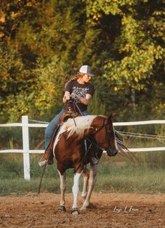 Abby warming her APHA mare up at the local barrel race. Barrel Racing Outfits, Barrel Racing Horses, Cute Cowgirl Outfits, Cute Country Outfits, Most Beautiful Animals, Beautiful Horses, Cowgirl Pictures, Inspirational Horse Quotes, Horseback Riding Outfits