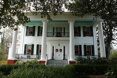 White Columns Manor in Eutaw AL. Greek Revival Architecture, Southern Architecture, Classical Architecture, Southern Mansions, Southern Plantations, Old Southern Homes, Victorian Homes, Victorian Interiors, Old Abandoned Houses