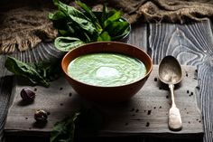 Broccoli Spinach Soup from 10 Recipes for Turning Seasonal Produce Into Savory Springtime Soup Spinach Soup, In Season Produce, Bowl Of Soup, Healthy Eating Habits, Soups And Stews, Soup Recipes, Detox, Curry, Gluten