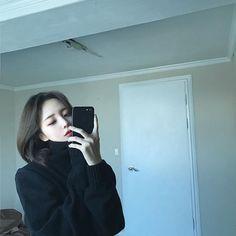 Images and videos of ulzzang girl Son Hwamin, Hwa Min, Collage Outfits, Girl Korea, Ulzzang Korean Girl, Thing 1, Cute Girl Photo, Pretty Asian, Girl Short Hair