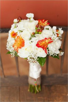 Boquet white and orange wedding