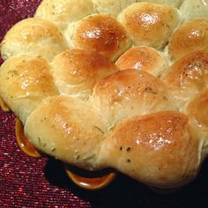 The Barnyard Bistro: Simple Garlic Rosemary Pull-Apart Rolls - GAC Excl...