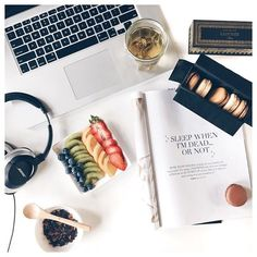 Love this flatlay - training fit active mens womens inspiration fitness… Photo Pour Instagram, Fotos Do Instagram, Books And Tea, Fall Inspiration, Photo Grid, Flat Lay Photography, Lifestyle Photography, No Rain, Belle Photo