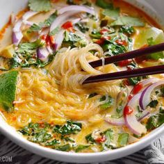 Thai Suppe mit Kokosmilch und Curry This recipe for Thai soup with coconut milk and curry is v Thai Recipes, Asian Recipes, Vegetarian Recipes, Cooking Recipes, Healthy Recipes, Thai Soup Vegetarian, Budget Cooking, Scd Recipes, Curry Recipes