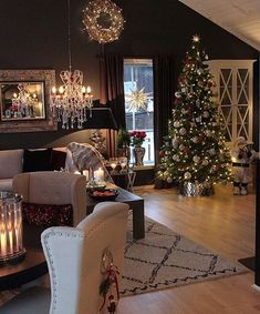 Give your Christmas home the elegant touch. Here are Elegant Christmas Home Decor ideas. These Christmas decors are simple, DIY Decors which you can do. Elegant Christmas Trees, Noel Christmas, Christmas Tree Decorations, Holiday Decor, Holiday Tree, Winter Holiday, Christmas Ideas, Home Decor Store, Land Scape