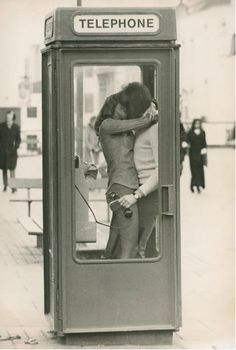 The first kiss between two people says so much. The Hard Kiss is with passionate intent. The Deep Kiss is the kiss of two people who know each other inside and out and love it. Kiss Him Not Me, The Kiss, Vintage Photography, Street Photography, Big Bisous, From Dusk Till Down, Telephone Booth, Foto Art, Jolie Photo