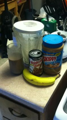 Best breakfast shake ever! And SO simple! banana 4 large ice cubes 1 large s… – Keep up with the times. Chocolate Protein Shakes, Chocolate Slim, Slim Fast, Banana Breakfast, Best Breakfast, Peanut Butter Filling, Living On A Budget, Healthy Weight Loss, How To Stay Healthy