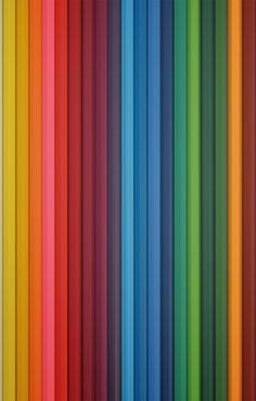 Variedad de colores, no todos los tonos nos favorecen a todos hay que encontrar aquellos que armonizan con nuestro colorido personal.