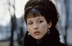 1997 год. Американский фильм режиссёра Бернарда Роуз «Анна Каренина» с французской киноактрисой Софи Марсо (Sophie Danièle Sylvie Marceau, род. 17 ноября 1966) в роли Анны.