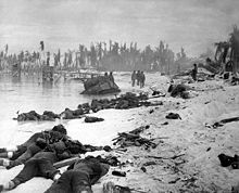 75 years ago, US Marines waded into 'the toughest battle in Marine Corps history' — here are 25 photos of the brutal fight for Tarawa Us Marines, Marine Corps History, Military History, Ww2 History, Naval History, Military Art, Pearl Harbor, Battle Of Tarawa, Gilbert Islands