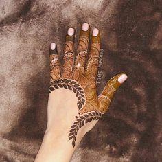 Modern Henna Designs, Latest Henna Designs, Back Hand Mehndi Designs, Mehndi Designs Book, Stylish Mehndi Designs, Mehndi Designs 2018, Mehndi Designs For Girls, Latest Mehndi, Khafif Mehndi Design