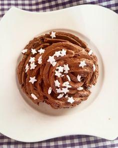 Mousse au chocolateMandelhörnchenWeihnachtsbäume aus Baiser Laugenecken JoghurthörnchenRosinenpuffer