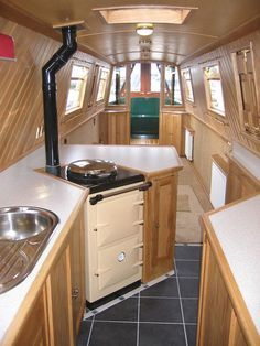 I love the cooker on this narrowboat Narrowboat Kitchen, Narrowboat Interiors, Living On A Boat, Tiny Living, Canal Boat Interior, Barge Interior, Canal Barge, Barge Boat, Dutch Barge
