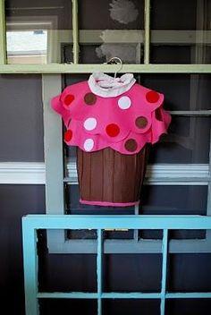 DIY Halloween Costume: Pottery Barn Inspired Halloween Cupcake Costume Tutorial