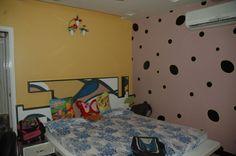 Kid's Bedroom with wallpaper, Design by Architect: Prasanraj Jain, India.