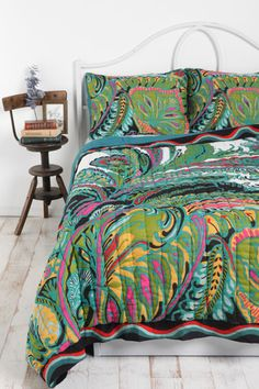 Tropical quilt, £100 from Urban Outfitters... way too pricey (is it silk?!), as with most things from UO. But I think it's good, isn't it? Vigorous.