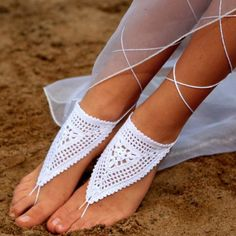 Pair of Chic Weaved Flower Triangle Barefoot Sandals