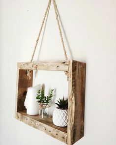 Creative & Cheap Wooden Pallet Projects – 5 Min Ideas Here we have a compilation of all inspiring and mind-tickling projects that will require a few bucks of yours, and you go with a beautiful and creative pallet project. You would surely love our coll Wooden Pallet Table, Wooden Pallet Projects, Wooden Decor, Wooden Pallets, Wooden Diy, Pallet Tables, Pallet Benches, 1001 Pallets, Recycled Pallets