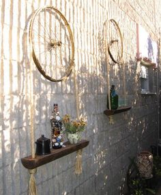 Old metal and wood wheels make fabulous accents that personalize garden designs and add a touch of vintage style to yard landscaping Garden Crafts, Diy Garden Decor, Diy Home Decor, Garden Decorations, Garden Ideas, Recycled Garden Art, Garden Boxes, Bicycle Crafts, Bicycle Art