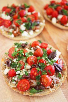 Greek Pita Pizzas http://www.thecomfortofcooking.com/2014/02/greek-pita-pizzas.html