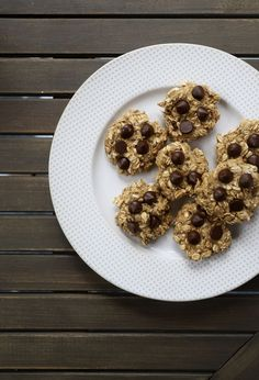 Craving something sweet? Try this healthy #Mannatechrecipe for chewy protein cookies! Ingredients: • 2 ripe bananas • ½ cup oats • ¼ cup coconut shreds • 1 tsp baking powder • 1 tsp honey • 2 scoops TruPLENISH shake powder • 1 handful dark chocolate chips Mix together and bake at 350 degrees for 12 minutes. Let us know what you think of this recipe! Nutrition Shakes, Protein Cookies, Dark Chocolate Chips, Something Sweet, Cravings, Coconut, 350 Degrees, Cookies Ingredients, Bananas