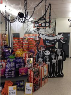 Spooky Halloween point of sale display! Excellent high resolution, digital print to attract all your customers! Find more brilliant POS solutions at www.kentoninstore.co.uk or call us on 0121 622 3071
