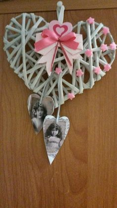 Very dainty and pretty Valentine Day Wreaths, Valentine Crafts, Valentines, Wicker Hearts, Wooden Hearts, Crafts To Sell, Diy And Crafts, Photo Frame Decoration, Alcohol Ink Crafts