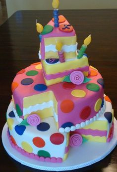 Amelia asked me to make her a topsy-turvy cake for her birthday. This is one sort of cake I never wanted to make. Well, that is, until now. Bolo Fondant, Fondant Cakes, Cupcake Cakes, Fondant Girl, Sweets Cake, Pretty Cakes, Cute Cakes, Yummy Cakes, Crazy Cakes