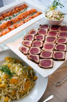 This elegant, uncluttered buffet features fennel salad, seared tuna and smoked salmon.