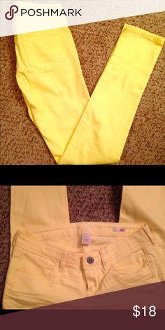 Arizona Skinny Jeans Bright yellow skinny jeans - Never worn! Arizona Jean Company Jeans Skinny