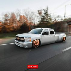 Chevy Silverado crew cab dually.. @mach1media C10 Chevy Truck, Chevy Pickups, Jeep Truck, Chevrolet Trucks, Silverado Crew Cab, Silverado 3500, Chevy Silverado, Bagged Trucks, Dually Trucks