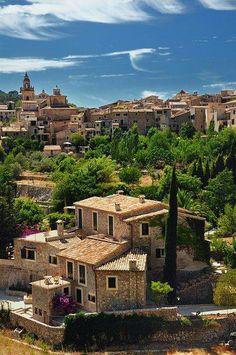 Valldemosa, Islas Baleares. ESPAÑA ~~ For more: - ✯ http://www.pinterest.com/PinFantasy/viajes-espa%C3%B1a-en-im%C3%A1genes/
