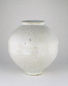 Korean moon jar owned by Bernard Leach and Lucie Rie, British Museum