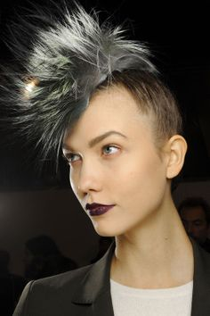Would you faux hawk it? #hair #beauty #ideas #backstage #runway   Karlie Kloss en backstage du défilé Fendi automne-hiver 2013-2014 http://www.vogue.fr/beaute/tendance-des-podiums/diaporama/karlie-kloss-en-20-make-up/12595/image/742936#!en-backstage-du-defile-fendi-collection-automne-hiver-2013-2014