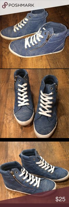 🦋 Just Fab Estava Sneakers Fashion Tennis Shoes These super cool sneakers are from Just Fab! They have a zipper & also tie as normal! They've only been worn once & are in excellent condition! Thanks for looking! :) Just Fab Shoes Sneakers