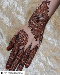 Henna is the most traditional part of weddings throughout India. Let us go through the best henna designs for your hands and feet! Henna Art Designs, Mehndi Designs For Girls, Stylish Mehndi Designs, Dulhan Mehndi Designs, Mehndi Design Pictures, Wedding Mehndi Designs, Mehndi Designs For Fingers, Latest Mehndi Designs, Henna Mehndi