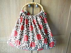 chic and easy bamboo-handle purse | Little Birdie Secrets - use clear handles and cream fabric with embellishments for Peggy's purse