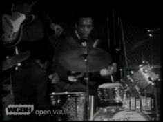 Clyde Stubblefield - James Brown gives his drummer the spotlight. Live at the Boston Garden. ...