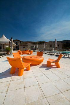 LOW LITA design Paola Navone and BOT ONE design Fabio della Fiorentina #slidedesign #orange #designfurniture
