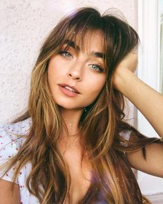 25 Highly Standard Fall Hair Color Chestnut Curls: For The Best Look - My list of women's hair styles Chestnut Hair, Short Hair Styles, Natural Hair Styles, Long Hair With Bangs, Thin Bangs, Long Hairstyles With Bangs, Full Fringe Hairstyles, Wispy Bangs, About Hair
