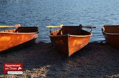 Titisee | Das schöne Seeufer mit Blick über den Titisee-See lädt zum Verweilen ein. Eine Bootsfahrt im Schatten der waldigen Berge oder ein Ausflug mit einem der zahlreichen Tretboote oder Elektroboote und wer mag betätigt sich eines klassischen Ruderbootes, das gehört ebenso zum Pflichtprogramm wie der Erwerb des einen oder anderen Schwarzwald Souvenirs. Neben den klassischen Kuckucksuhren findet natürlich auch der Schwarzwälder Schinken guten Anklang in einem der vielen schnuckeligen…