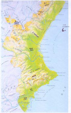 La Comunidad valenciana presenta grandes diferencias entre la zona oeste (montañosa) y la oeste (que al ser la costera es más llana). Esta diferenciación está marcada por la existencia de la Cordillera Cantábrica al norte, el sistema Ibérico al oeste y las Cordillera Subbética al sur.