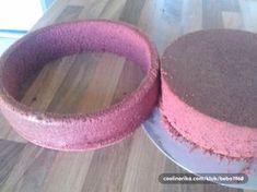 Ovu metodu koristim za torte koje zelim obloziti fondanom, sto znaci da mogu ovako bilo koju kremu staviti, bez da dodje u dodir sa kremom. Sa ovom metodom imam i lijepe rubove, sto je lijepo vidjeti, pogotovu kada se rade svadbene, krstene, ma bilo koje torte..