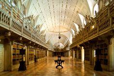 Biblioteca do Convento de Mafra by Victor Correia